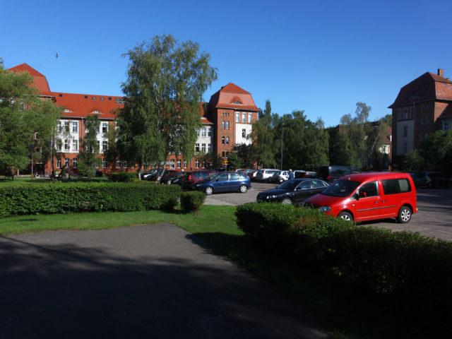 Dawne koszary radzieckie, obecnie parking przed Urzędem Miasta w Świnoujściu